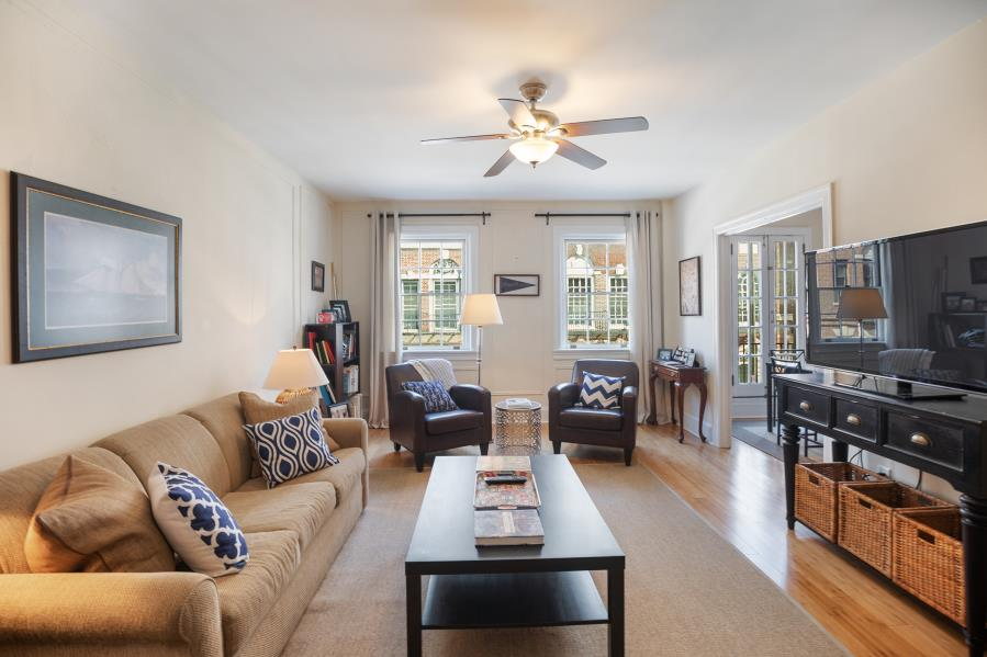 Spacious living room of an apartment for rent at 2130 Locust in Rittenhouse Square